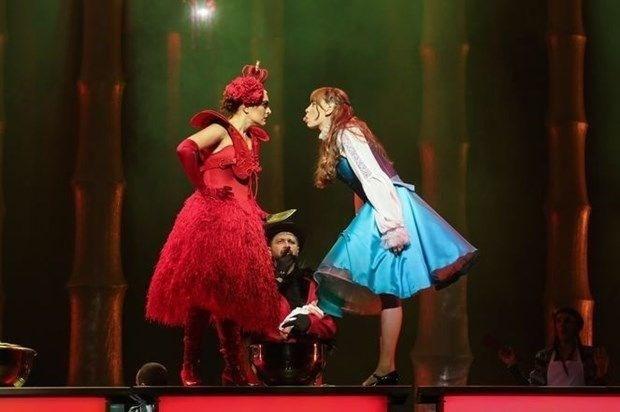 SERENAY'IN 'ALICE' YOLCULUĞUNU ANLATTI