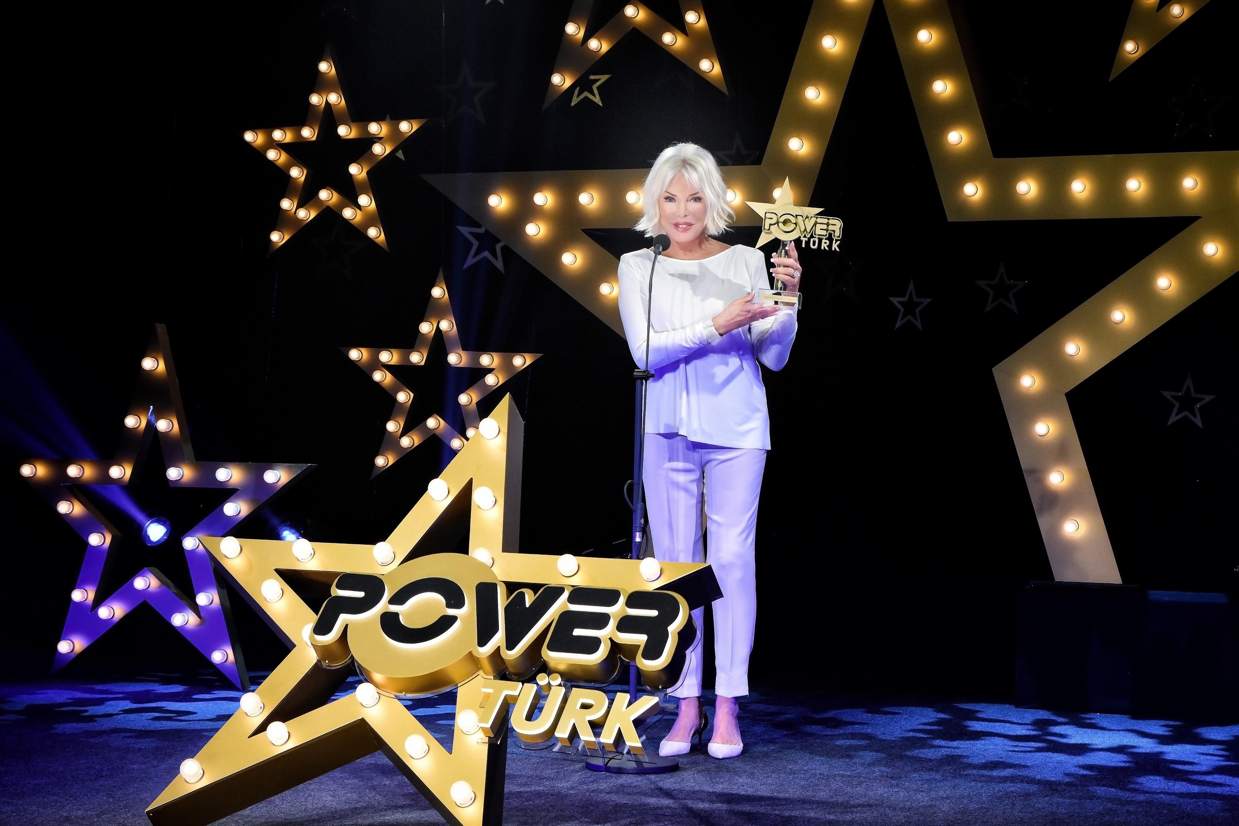PowerTürk Müzik Ödülleri Dinamik ve Eğlenceli Bir Ekran Şovuyla Sahiplerini Buldu