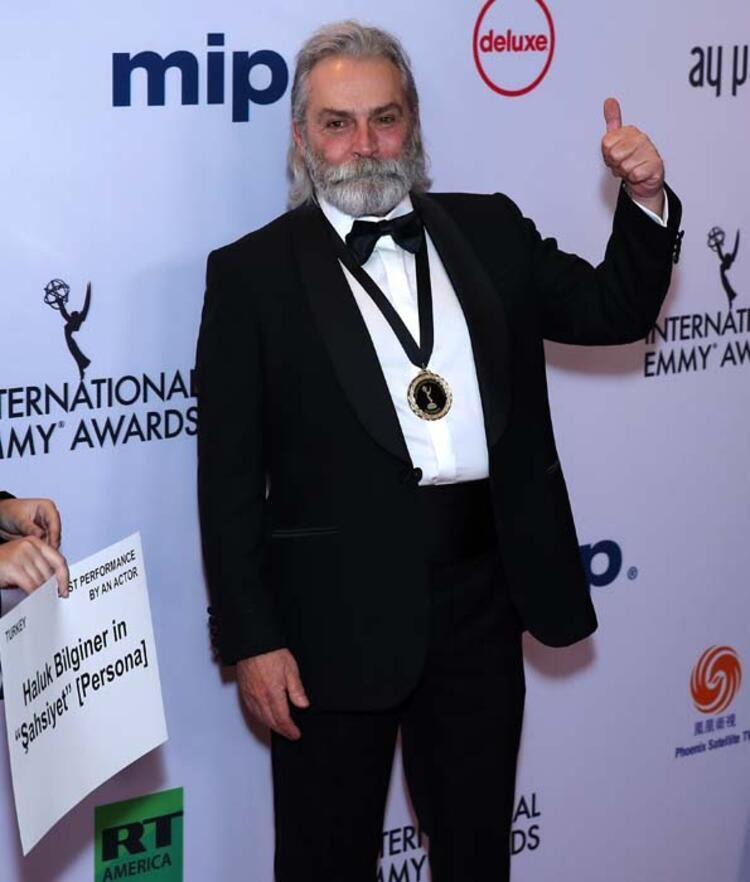 Haluk Bilginer Emmy Ödül'ü Aldı
